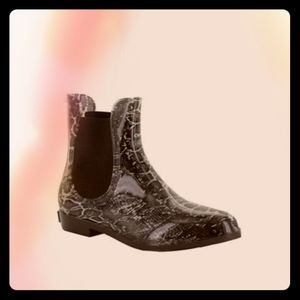 NWT Seven7 Snakeskin Rain Boots